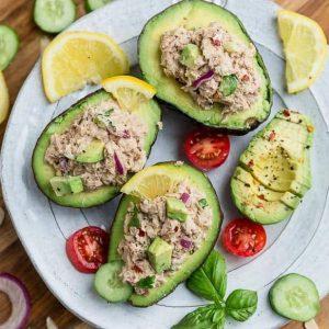 Abacate recheado com paté dde atum